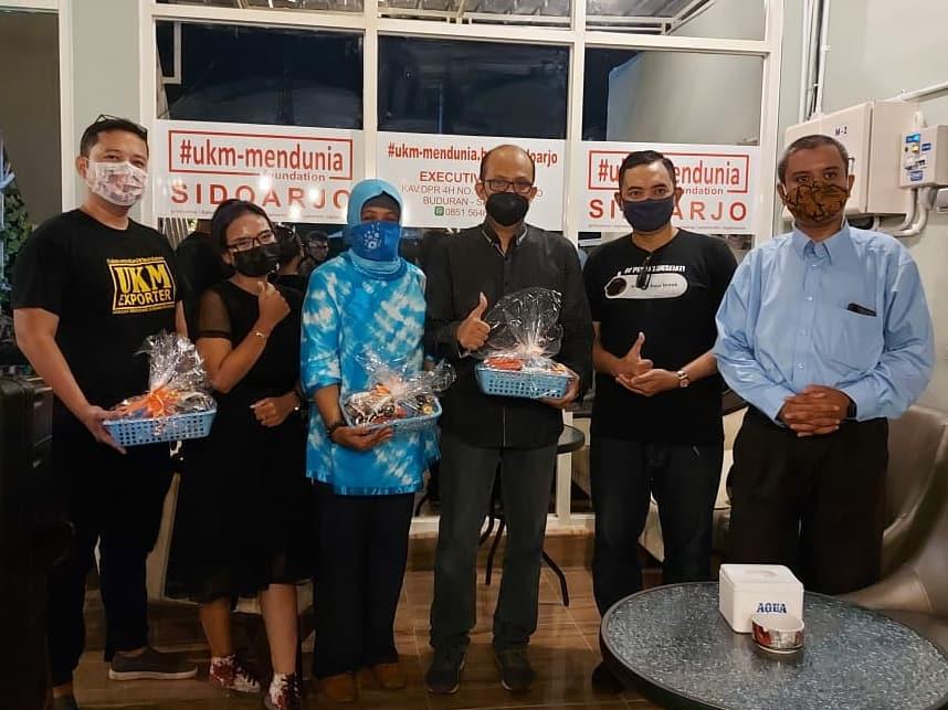 Kolaborasi dan Sinergi antara UKM Mendunia Chapter Sidoarjo dengan Executive Cafe Sidoarjo dan Kopi Bara